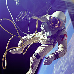 260px-ed_white_first_american_spacewalker_-_gpn-2000-001180
